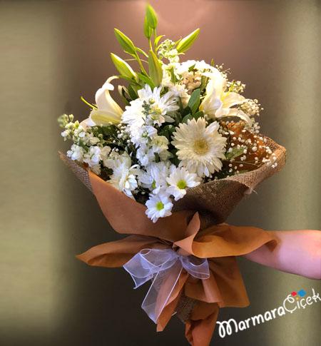 Bembeyaz Çiçekler