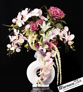 Beyaz Seramikte Pembe Güller