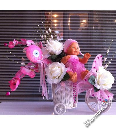 Bisiklette Yapay Çiçek