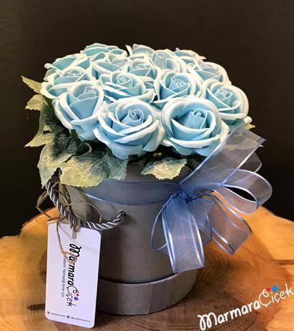 Kutuda Mavi Yapay Güller