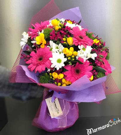 Kýr Çiçeklerinden Buket