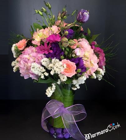 Kýr Çiçeklerinden Aranjman