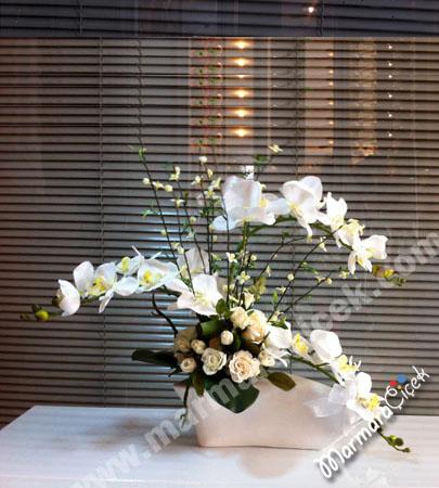 Yapay Masa Üzeri Çiçek