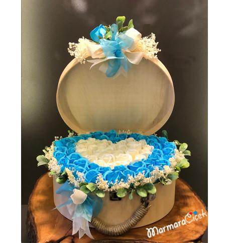 Kutuda Yapay Mavi Kalpli Güller